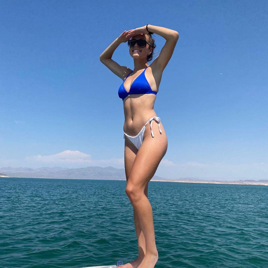 สาวสวยใส่ชุดว่ายน้ำ